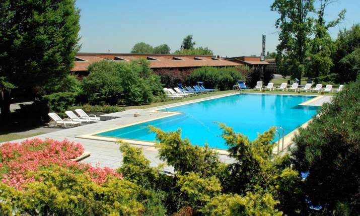 Golf hotel lainate lombardia italia hotel per for Piscina lainate