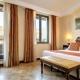 I2105_20200430170432_hotel_athena_deluxe_room_01.jpg