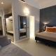 I5083_20210318110353_junior_suites_firenze_centro_hotel_0000_TV_led_satellitari_specchio_letto_divano_muro_lampadario_cucina_armadio_cuscino_.jpg
