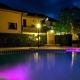 I5153_20210428120421_La_piscina_dellhotel_illluminata_per_la_sera.jpg