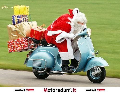 Immagini Babbo Natale In Moto.14 Raduno Dei Babbo Natale In Moto E Vespe Motoraduno
